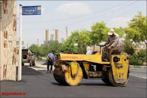 تعریض آسفالت خیابان  و کنار جداول بلوار شهید حججی (بهارستان)