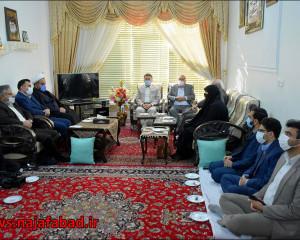 تقدیر از خانواد شهید مدافع حرم کمیل قربانی