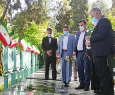 آیین غبار روبی مزار شهدای فرهنگی و شورای آموزش و پرورش ۱۲اردیبهشت۱۴۰۰