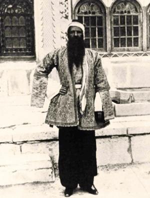 این عکسها در آوریل ۱۹۲۱ (۱۳۰۰) همراه با دو مقاله از F. L. Bird و Harold F. Weston در مورد ایران و ایرانیها در اواخر دوره قاجار در مجله نشنال جیوگرافیک به چاپ رسید.